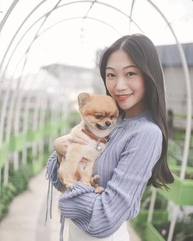 爱心女孩WaWa:蓝色性格热爱美好 想带宠物一起旅行