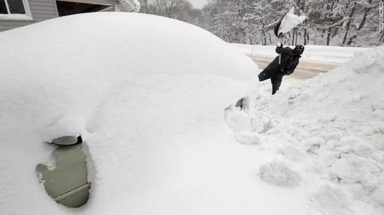 ▲2017年12月29日,宾夕法尼亚州大雪将车子严密覆盖 图据CNN
