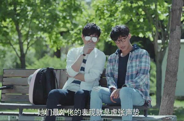 恋爱先生靳东粉色背包叫什么 宠物专用背包携带方便